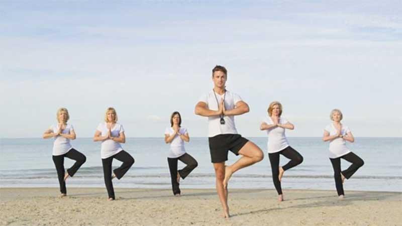 اگر میخواهید بیشتر عمر کنید، ایستاد شدن بالای یک پا را تمرین نمایید!